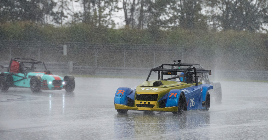 Super Seven racere i regnvejr på Jyllandsringen